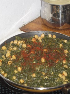 Cooking espinacas con garbanzos